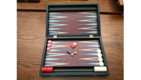 Middle backgammon set